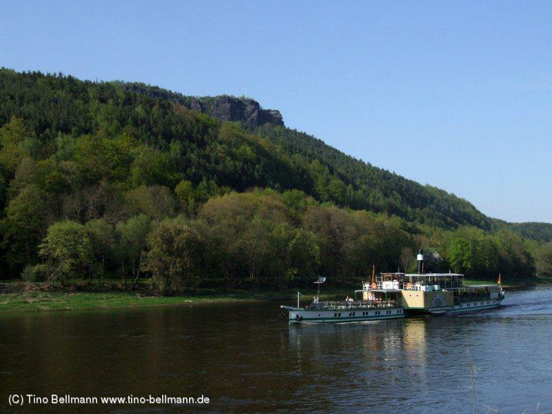 Einfach toll: In Königstein unter dem Lilienstein am Ufer sitzen