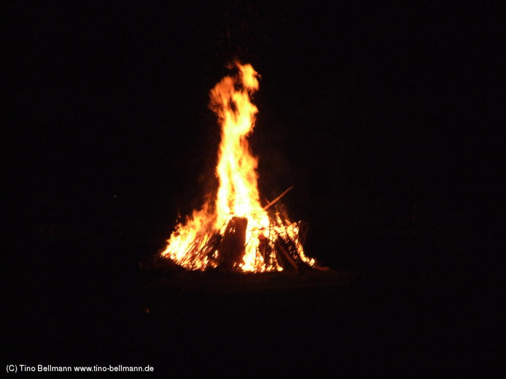 Das Walpurgisfeuer des Holzhauer Jugendclubs war so riesig....