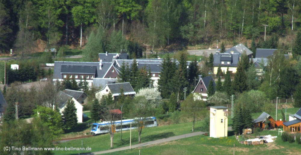 Blick vom Skihang auf das Naturhotel Lindenhof Holzhau