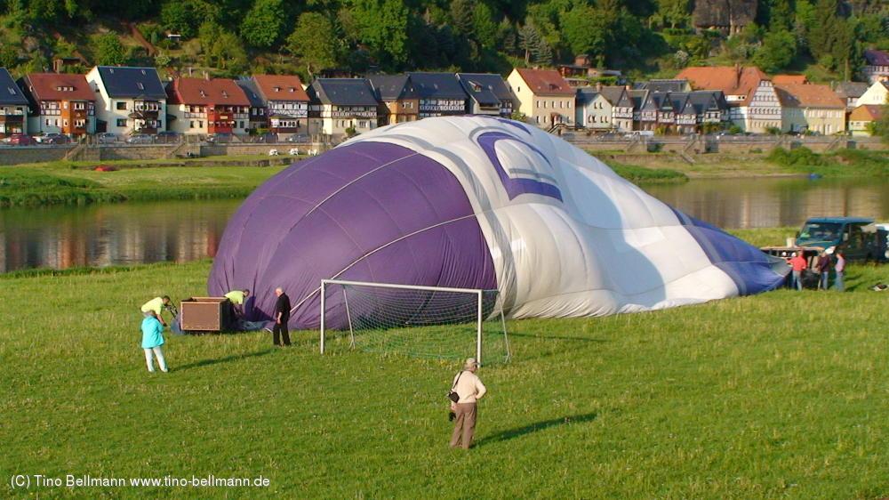 Vorbereitungen für den Ballonstart in Krippen - 8.5.2012