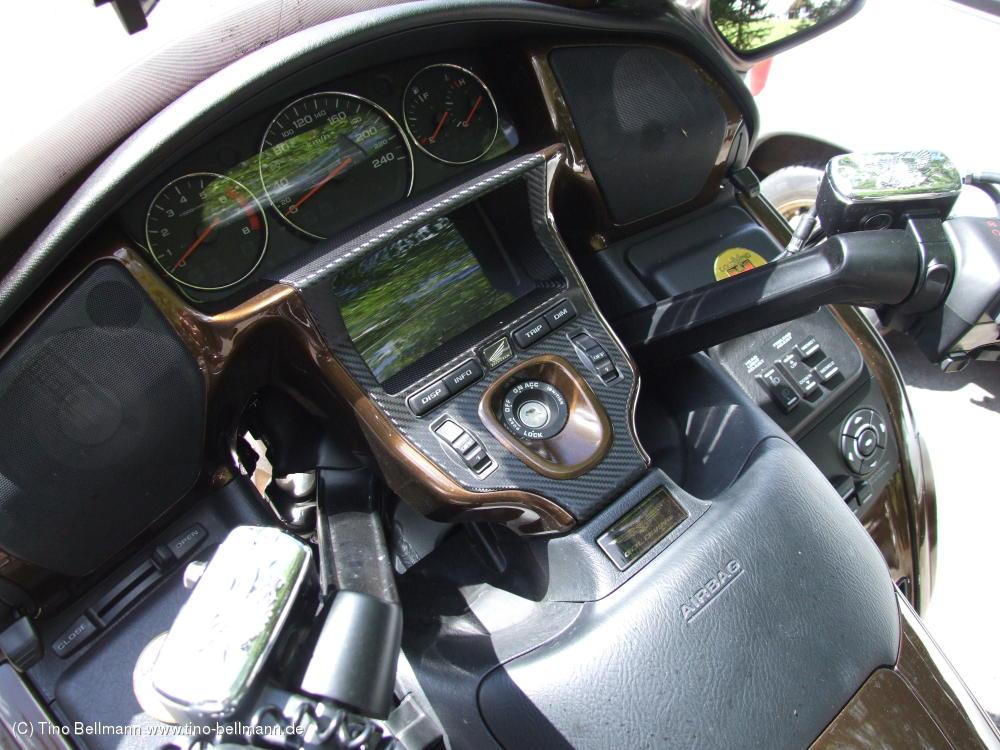 Blick ins Cockpit einer Honda Goldwing (Holzhau)